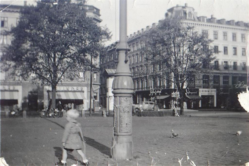Fig 18: Boy tied to a lamp post on Israels Plads, 1952